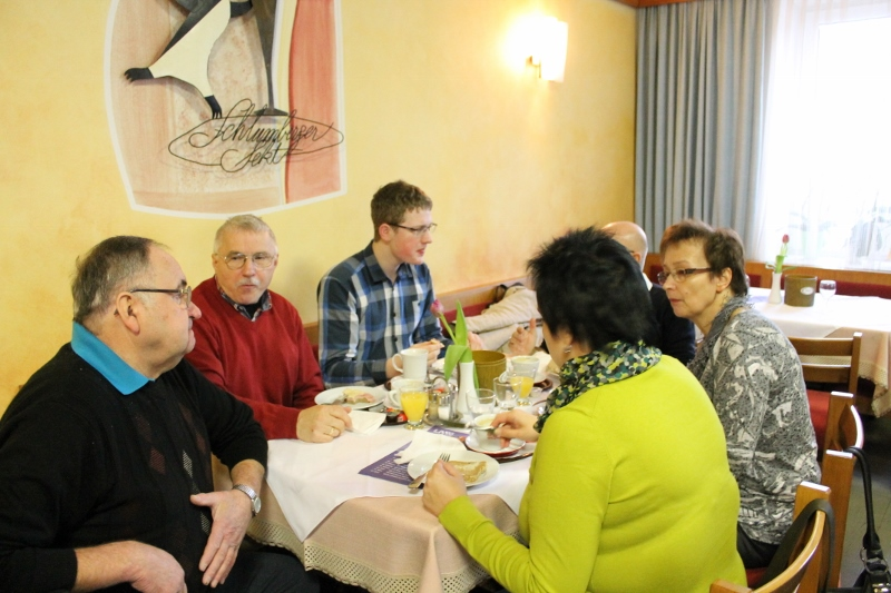 Beim Frühstück im Gespräch beim GH Polz